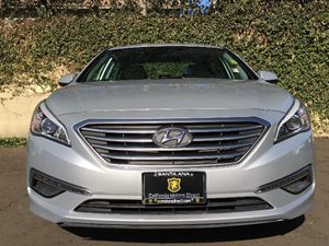 2015 Hyundai Sonata SE Carfax 1-Owner  Symphony Silver  We are not responsible for typographic