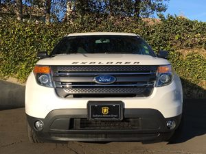 2015 Ford Explorer XLT Carfax 1-Owner - No AccidentsDamage Reported  White  We are not respon