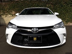 2016 Toyota Camry SE  Super White  All advertised prices exclude government fees and taxes any