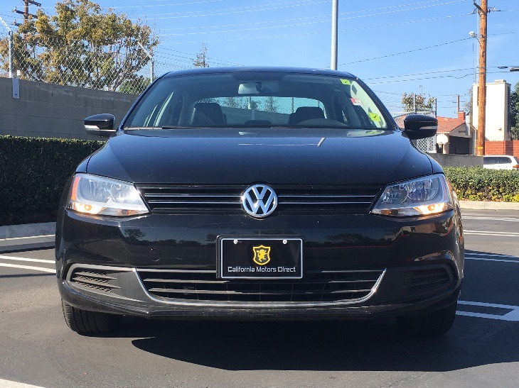 2014 Volkswagen Jetta Sedan SE PZEV  Black Uni All advertised prices exclude government fees an