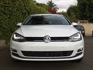 2015 Volkswagen Golf SportWagen TDI SE  Pure White  We are not responsible for typographical er