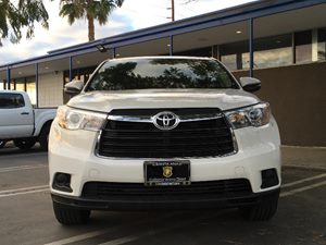 2015 Toyota Highlander LE Carfax 1-Owner - No AccidentsDamage Reported  White  We are not res