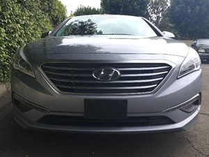 2015 Hyundai Sonata SE  Symphony Silver  All advertised prices exclude government fees and taxe