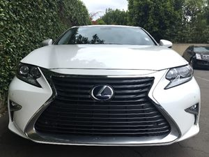 2016 Lexus ES 300h   Eminent White Pearl  All advertised prices exclude government fees and tax