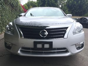 2015 Nissan Altima 25 SV  Brilliant Silver All advertised prices exclude government fees and t