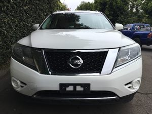 2013 Nissan Pathfinder SV  Moonlight White  All advertised prices exclude government fees and t