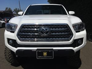 2017 Toyota Tacoma SR5 V6  Super White All advertised prices exclude government fees and taxes