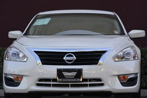 2015 Nissan Altima 25 S Carfax 1-Owner - No AccidentsDamage Reported  White 18347 Per Mont