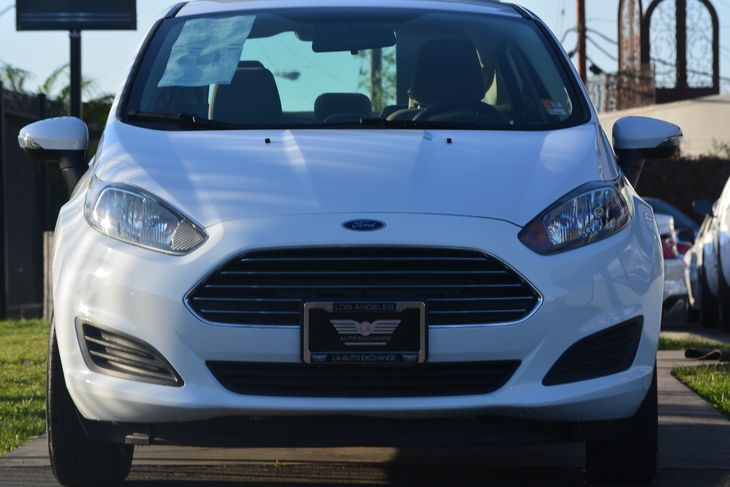 2015 Ford Fiesta SE Airbag Occupancy Sensor Audio AmFm Stereo Audio Auxiliary Audio Input Au