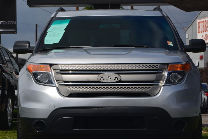 2015 Ford Explorer Base Air Conditioning Rear AC Audio AmFm Stereo Audio Auxiliary Audio In