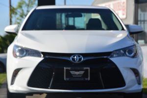 2015 Toyota Camry SE Carfax 1-Owner - No AccidentsDamage Reported  Super White 19646 Per Mo
