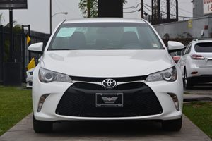 2015 Toyota Camry SE Carfax 1-Owner  Super White 20295 Per Month -ON APPROVED CREDIT---
