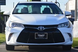 2015 Toyota Camry SE Carfax 1-Owner - No AccidentsDamage Reported  Super White  20295 Per M