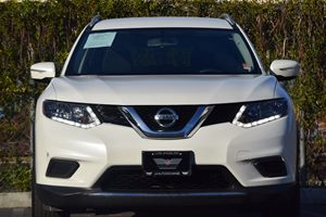 2015 Nissan Rogue SV Carfax 1-Owner - No AccidentsDamage Reported  White  We are not responsi