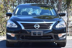 2015 Nissan Altima 25 S Carfax 1-Owner - No AccidentsDamage Reported  Super Black  We are no