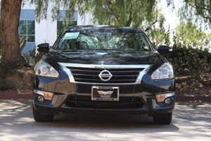 2015 Nissan Altima 25 SV  Super Black 17697 Per Month -ON APPROVED CREDIT--- ---  See