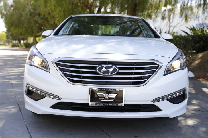 2015 Hyundai Sonata SE 3 12V Dc Power Outlets Air Bag - Frontal Driver Air Bag Convenience Rem