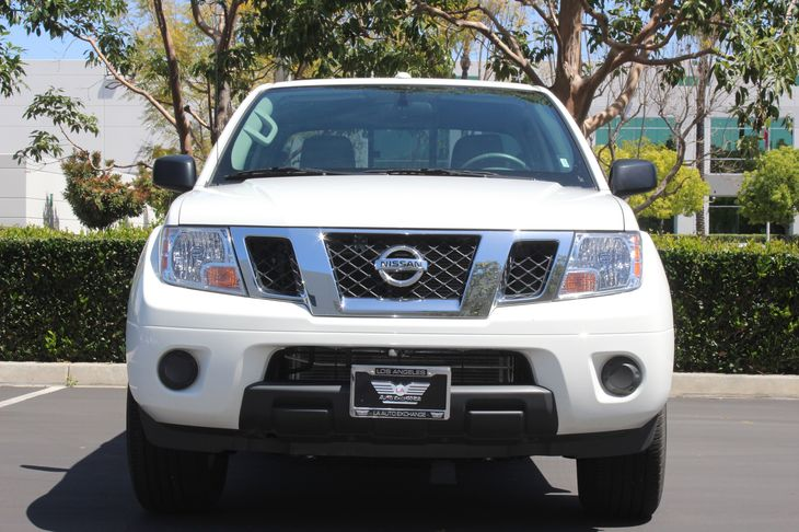2017 Nissan Frontier SV Analog Display Passenger Capacity 5 Glacier White TAKE ADVANTAGE OF