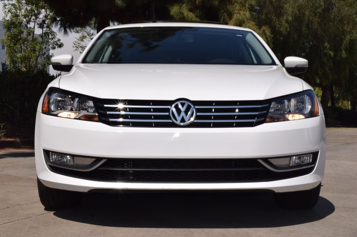 2015 Volkswagen Passat SE PZEV  Candy White TAKE ADVANTAGE OF OURPUBLIC WHOLESALE PRICING GOI