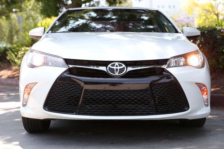 2015 Toyota Camry SE Drivetrain Front Wheel Drive Engine 25L I-4 Dohc Smpi Fuel Capacity 17