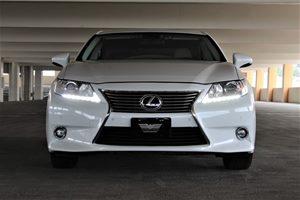 2015 Lexus ES 300h  Passenger Capacity 5 White TAKE ADVANTAGE OF OUR PUBLICWHOLESALE PRICING