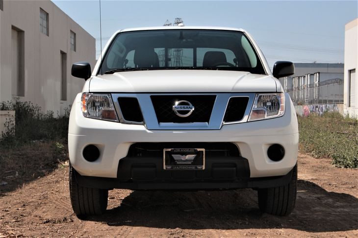 2017 Nissan Frontier SV Passenger Capacity 5 Tires Tire Pressure Monitor Glacier White TAK