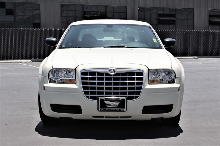 2007 Chrysler 300 Base Drivetrain Rear Wheel Drive Passenger Capacity 5 Sae Net Horsepower  R