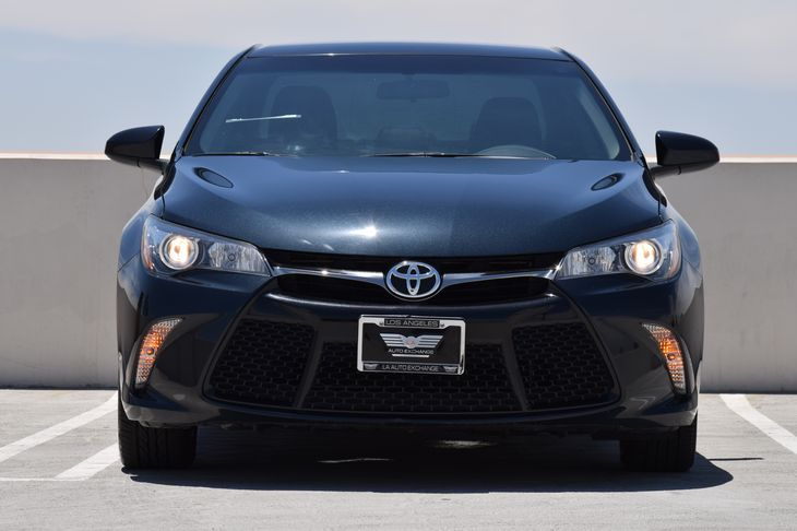 2016 Toyota Camry SE  Gray TAKE ADVANTAGE OF OUR PUBLIC WHOLESALE PRICING GOING ON RIGHT NOW