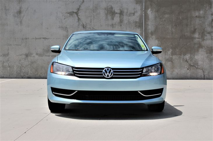 2013 Volkswagen Passat SE PZEV Passenger Capacity 5 Blue TAKE ADVANTAGE OF OUR PUBLIC WHOLES