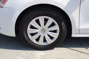 2014 Volkswagen Jetta Sedan S Carfax 1-Owner - No AccidentsDamage Reported  White          1