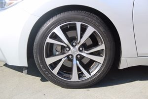 2016 Nissan Maxima Platinum Carfax 1-Owner - No AccidentsDamage Reported  Brilliant Silver