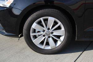 2015 Volkswagen Jetta Sedan SE PZEV Carfax 1-Owner - No AccidentsDamage Reported  Black