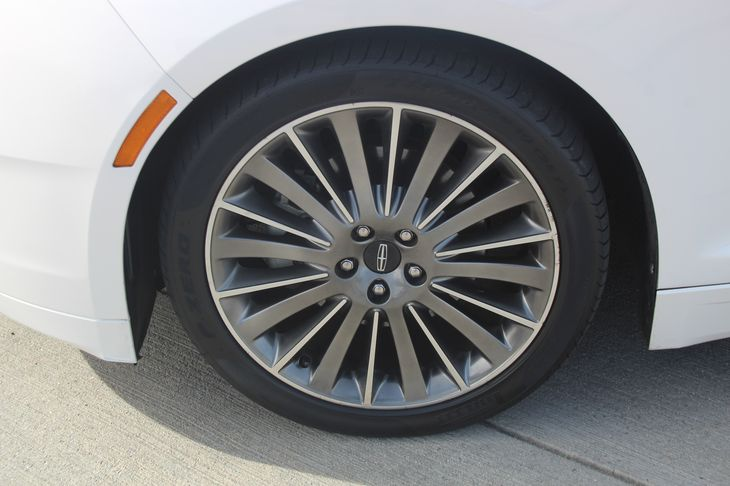 2014 Lincoln MKZ   White Platinum Metallic Tri-Coat 26142 Per Month - On Approved Credit
