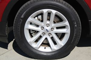 2015 Ford Explorer XLT Carfax 1-Owner - No AccidentsDamage Reported  Ruby Red Metallic Tinted