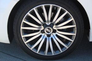 2014 Kia Cadenza Premium Carfax Report  Snow White Pearl  We are not responsible for typograph