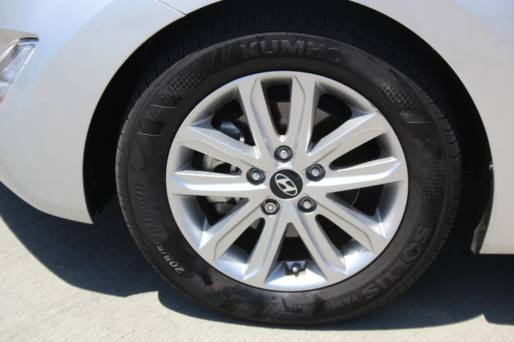2015 Hyundai Elantra SE  Symphony Silver 16268 Per Month - On Approved Credit      See our e