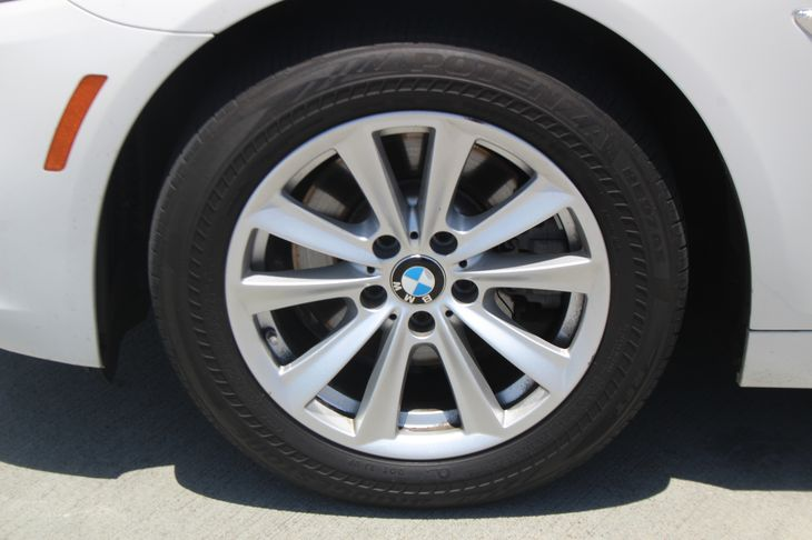2015 BMW 5 Series 528i  White TAKE ADVANTAGE OF OUR PUBLIC WHOLESALE PRICING GOING ON RIGHT N