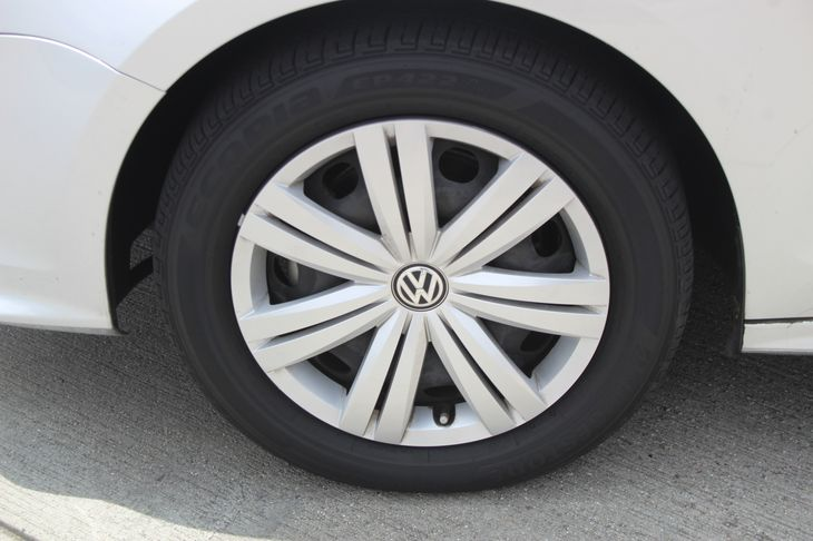 2015 Volkswagen Jetta Sedan TDI S  Silver TAKE ADVANTAGE OF OUR PUBLIC WHOLESALE PRICING GOIN