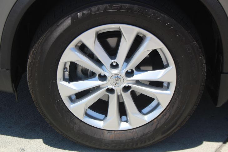 2015 Nissan Rogue SV  Gray TAKE ADVANTAGE OF OUR PUBLIC WHOLESALE PRICING GOING ON RIGHT NOW