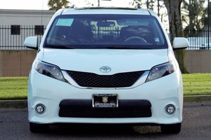 2014 Toyota Sienna SE 8-Passenger Carfax 1-Owner - No AccidentsDamage Reported  Super White