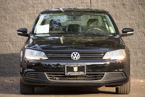 2014 Volkswagen Jetta Sedan SE PZEV  Black Uni  We are not responsible for typographical errors