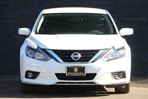 2016 Nissan Altima 25 SR Carfax 1-Owner - No AccidentsDamage Reported  Pearl White  We are n