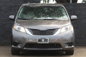 2015 Toyota Sienna LE Mobility 7-Passen  Predawn Gray Mica  We are not responsible for typograp