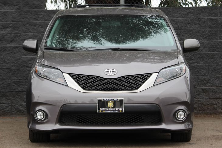 2016 Toyota Sienna SE 8-Passenger  Predawn Gray Mica All advertised prices exclude government f