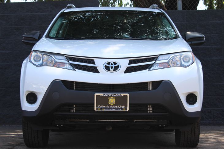2015 Toyota RAV4 LE  Super White All advertised prices exclude government fees and taxes any f