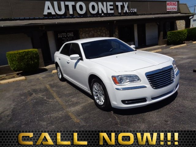 2013 Chrysler 300  4-Way Pwr Driver Lumbar 6040 Folding Rear Bench Seat Air Conditioning Multi