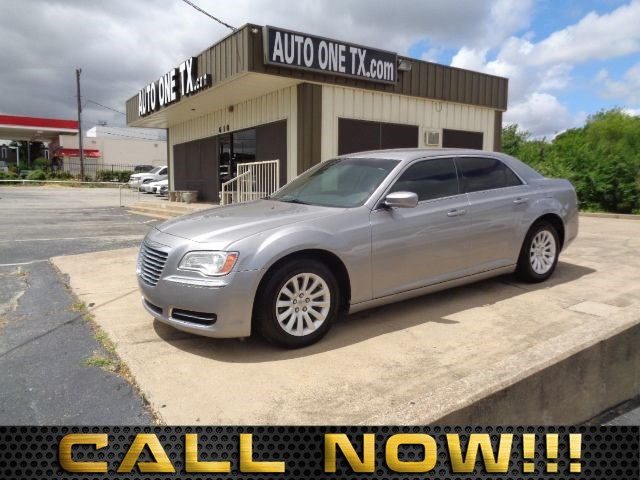 2014 Chrysler 300  6 Speakers 60-40 Folding Bench Front Facing Fold Forward Seatback Leather Rear