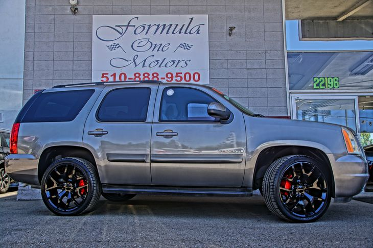 2008 GMC Yukon SLE w3SA Convenience  Adjustable Steering Wheel Convenience  Automatic Headligh