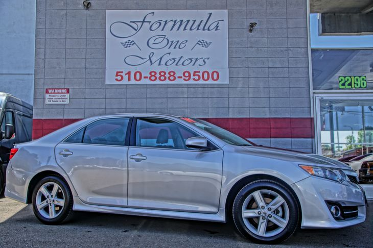 2014 Toyota Camry SE 60-40 Folding Bench Front Facing Fold Forward Seatback Rear Seat Audio  Aux