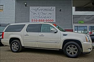 2009 Cadillac Escalade ESV   White Diamond Tricoat  All advertised prices exclude government fe